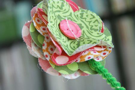 Fabric_GirlsRoom_FlowersInVase_detail2