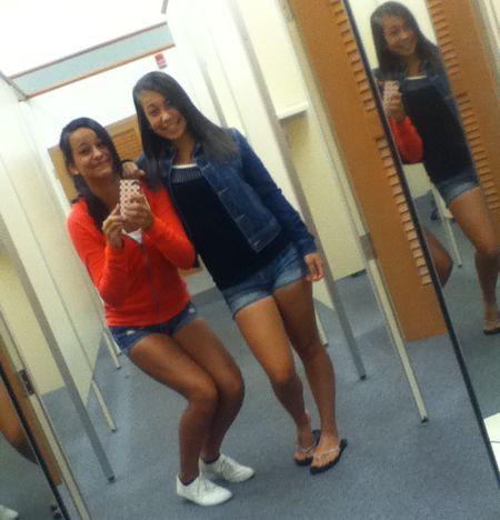 Girls_Shopping3