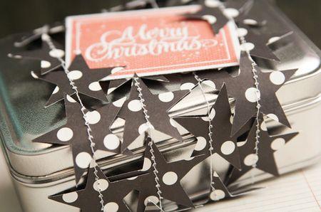 LauraVegas_ChristmasStarTin_detail2