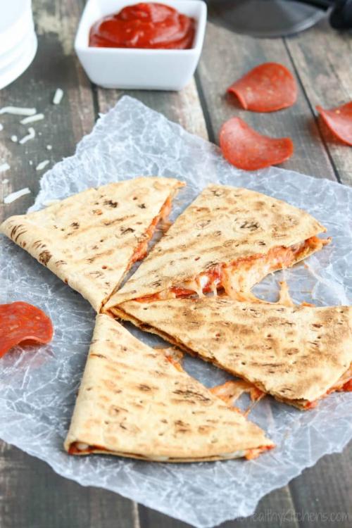 Pepperoni-Pizza-Quesadilla-vert-Watermarked-768x1152